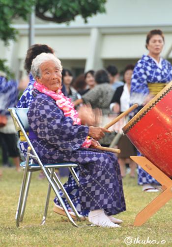 Miyako_94_year-old_female_drum_player_INNET